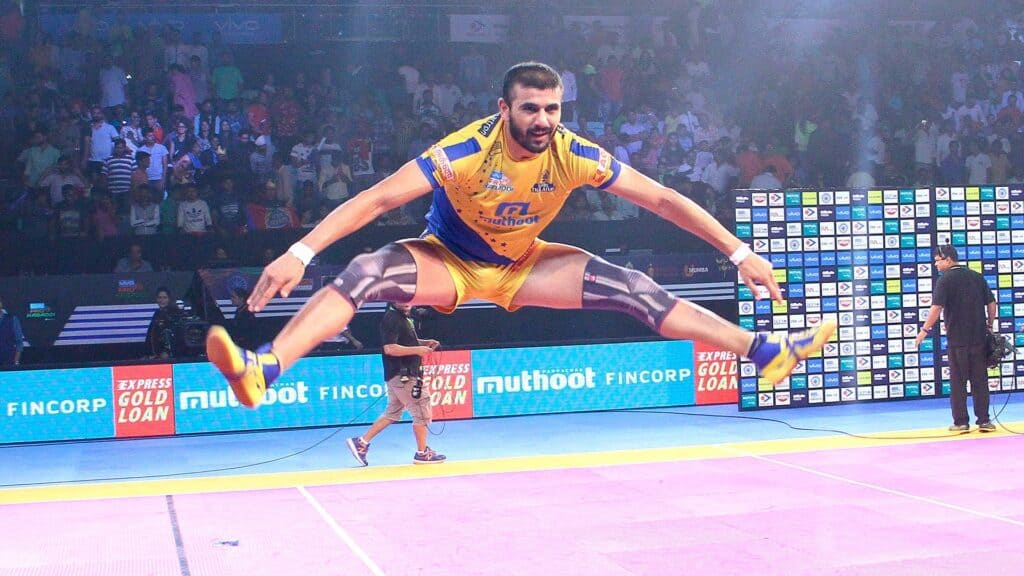 Ajay Thakur showing his Fog Jump Move