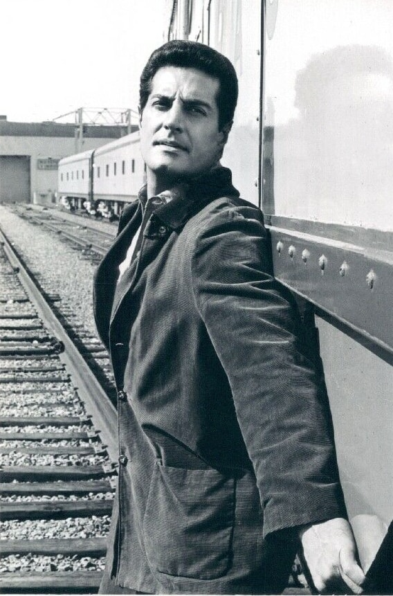 Peter Lupus posing for a picture