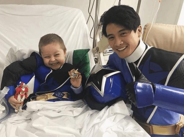 Peter-Sudarso-as-Blue-Ninja-Steel-Ranger-with-a-child-fan