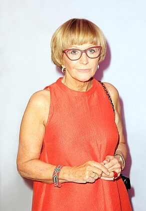 Anne Robinson posing for photo.