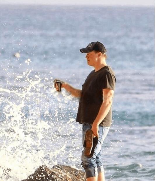 Brendan Fraser exploring the ocean in Ween