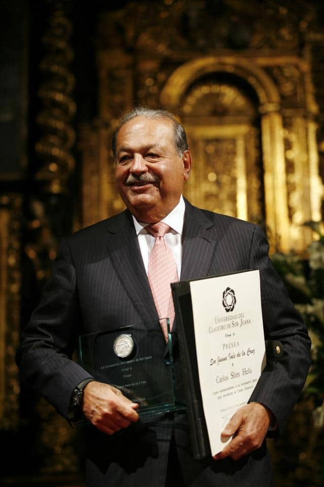 Carlos Slim with his philanthropy award