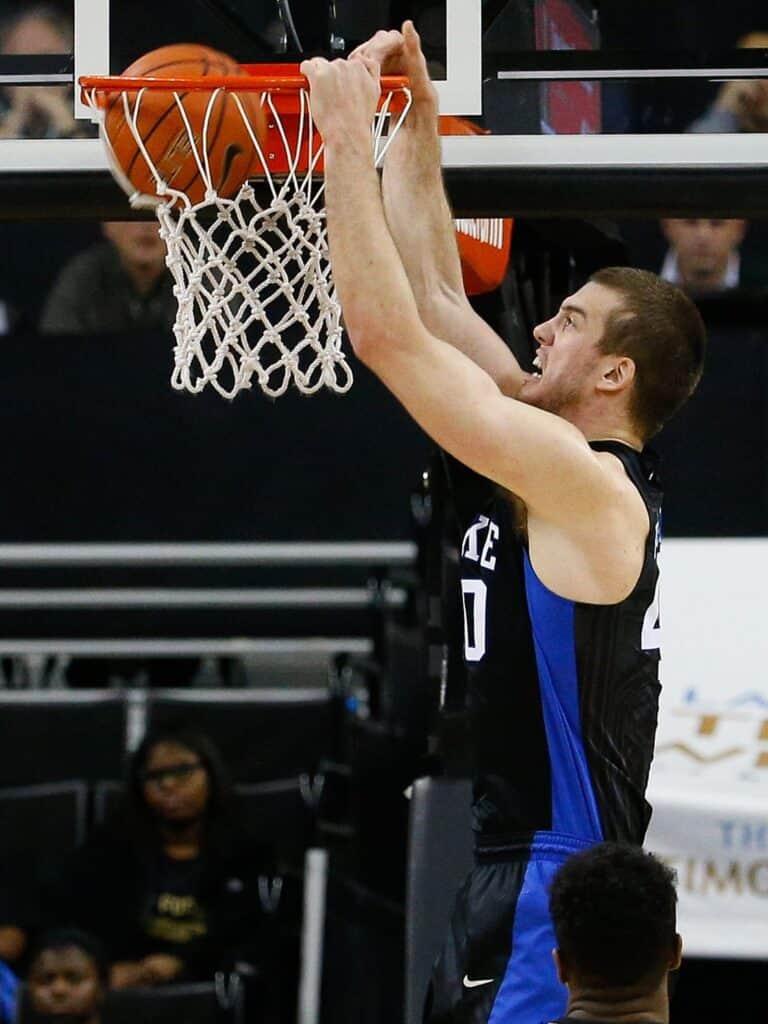 Marshall Plumlee 's dunk