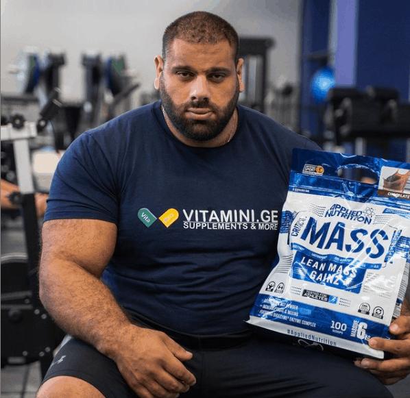 Levan Saginashvili posing for a photo with his nutritionist brand, VITAMINI.GE.