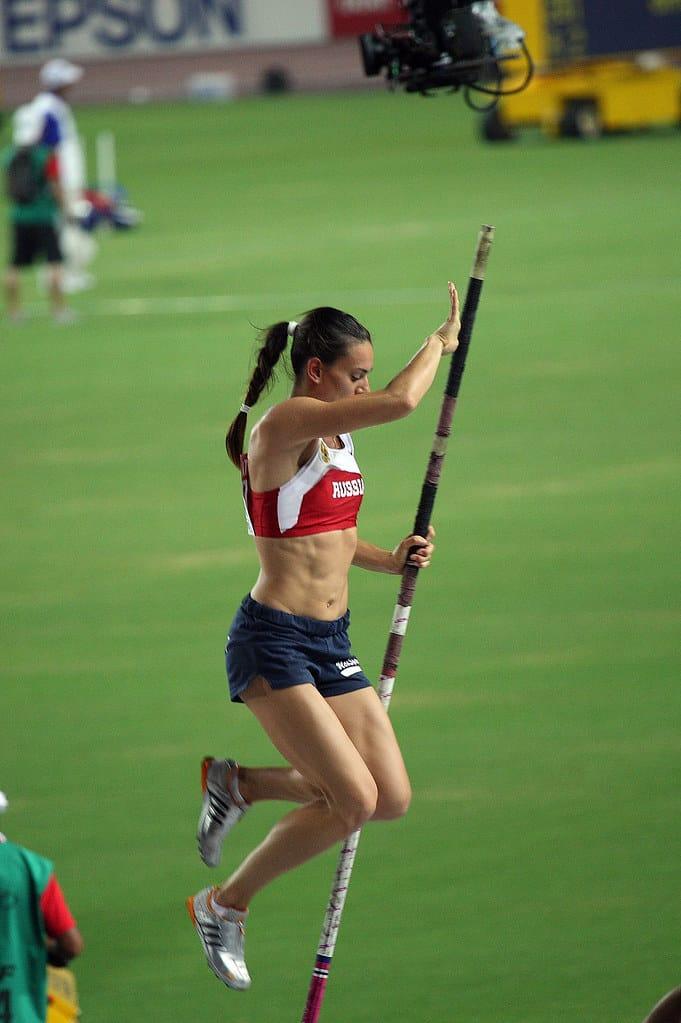 yelena-isinbayeva-at-practice