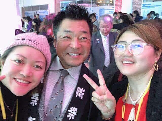 Hiroshi Yamamoto with fans