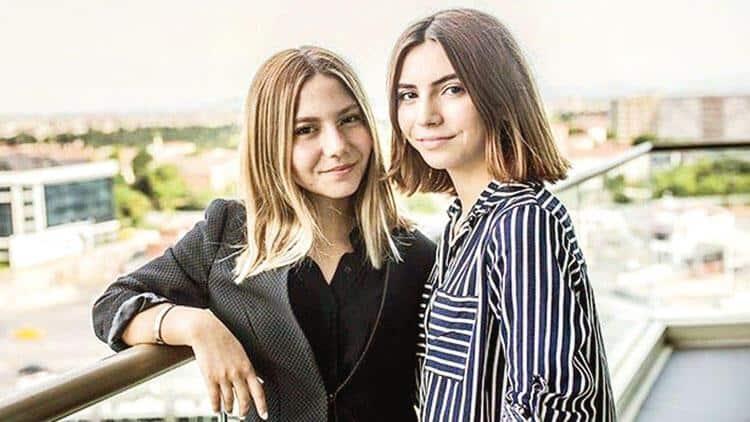 Naim Süleymanoğlu's daughter Esin and Sezin Süleymanoğlu.