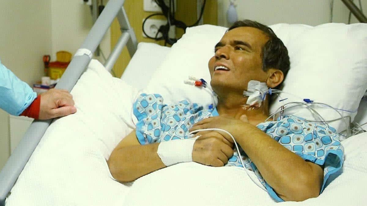 Naim Süleymanoğlu during his treatment in the hospital.