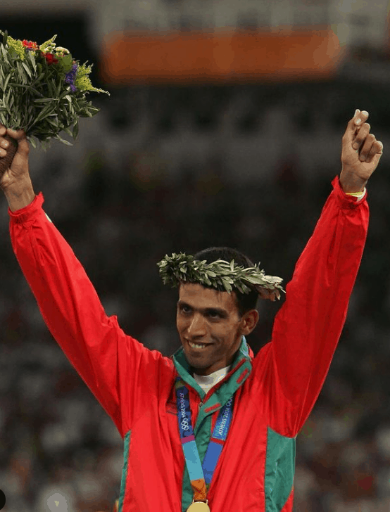 Hicham El Guerrouj with the gold medal in the Olympics