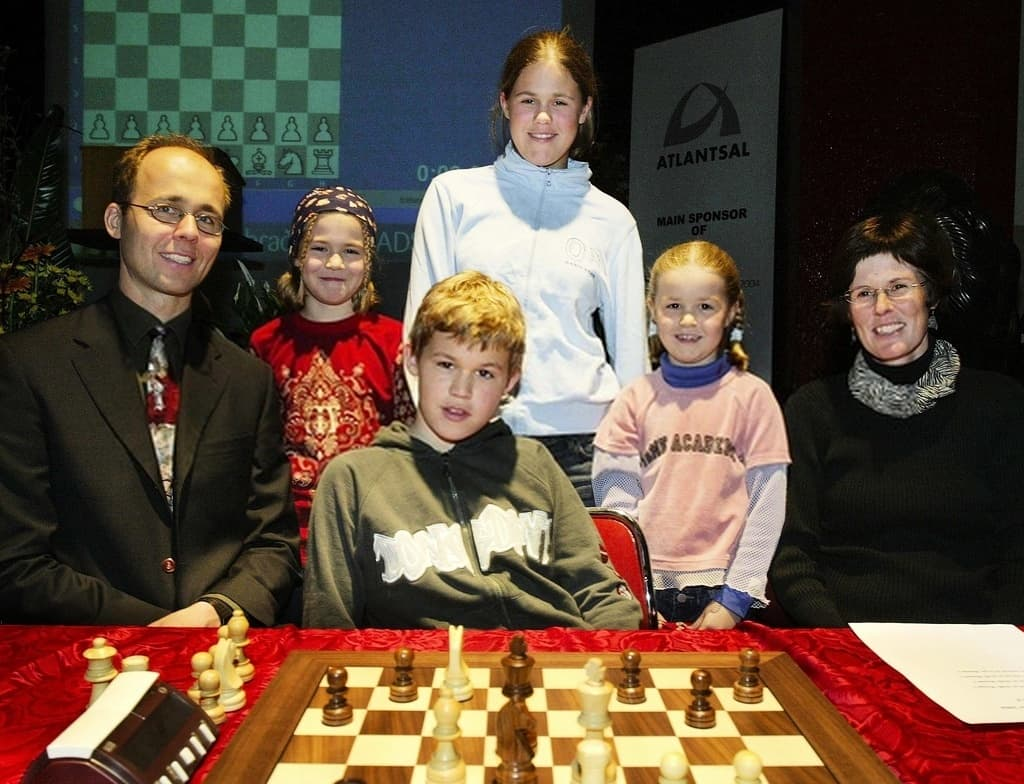 Magnus Carlsen with his family